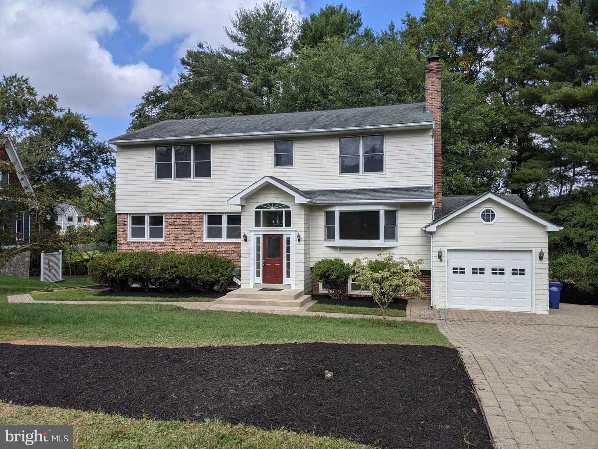 $1,379,900 - 5Br/5Ba -  for Sale in Broyhill Langley Estates, Mclean
