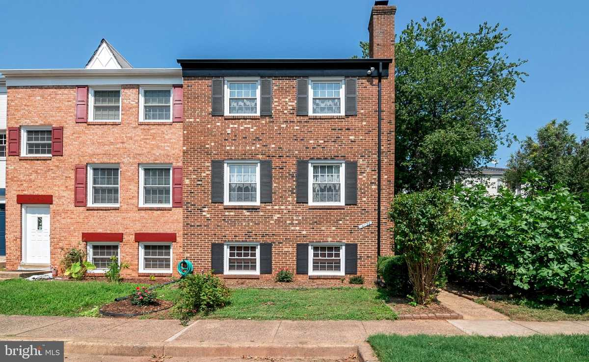 $414,900 - 3Br/4Ba -  for Sale in London Towne, Centreville