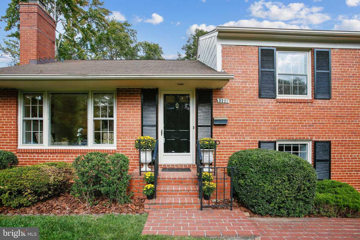 $825,000 - 3Br/3Ba -  for Sale in Reddfield, Falls Church