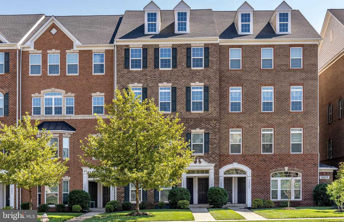 $539,990 - 3Br/3Ba -  for Sale in Discovery Square, Herndon