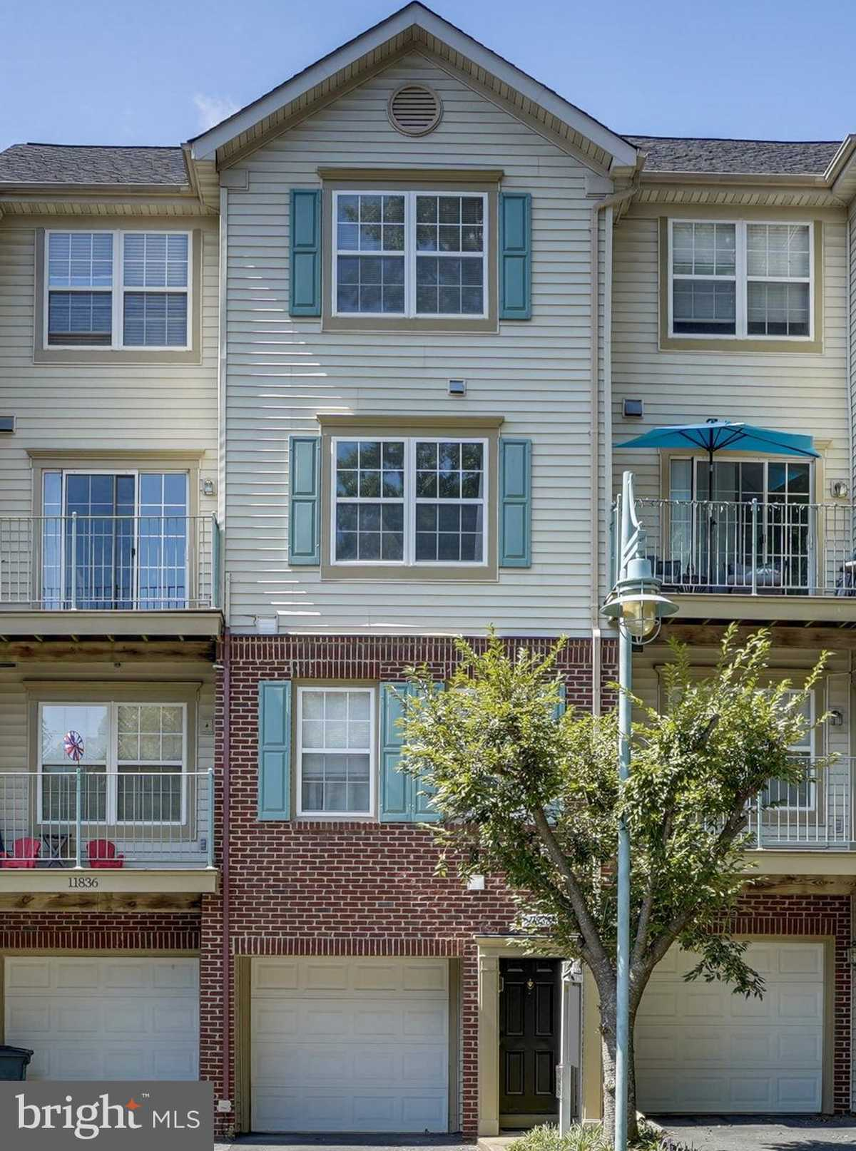 $399,900 - 3Br/3Ba -  for Sale in The Glade At Hunters Wds, Reston