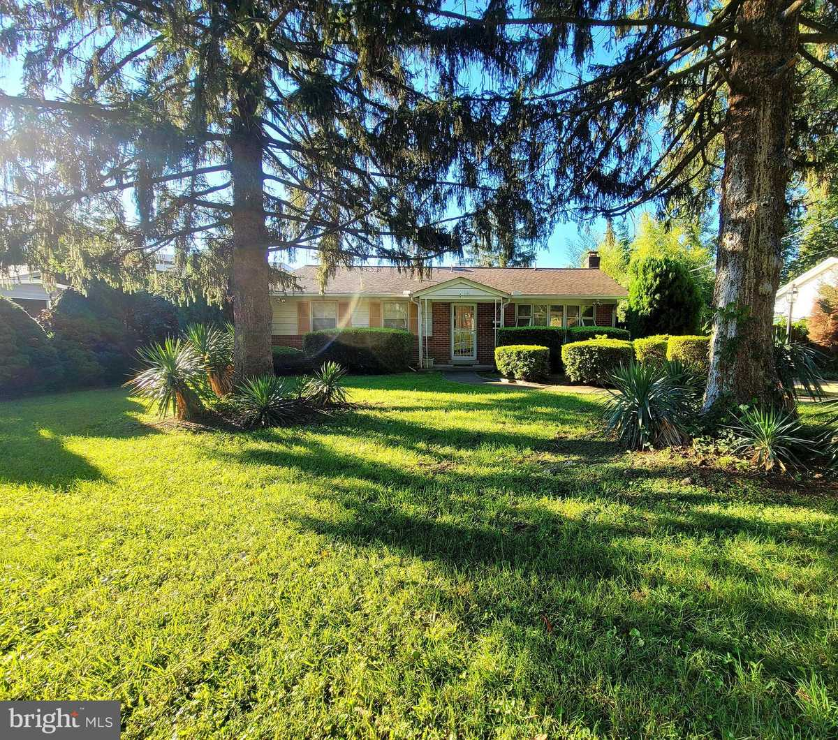 $650,000 - 4Br/2Ba -  for Sale in Dunn Loring Woods, Vienna