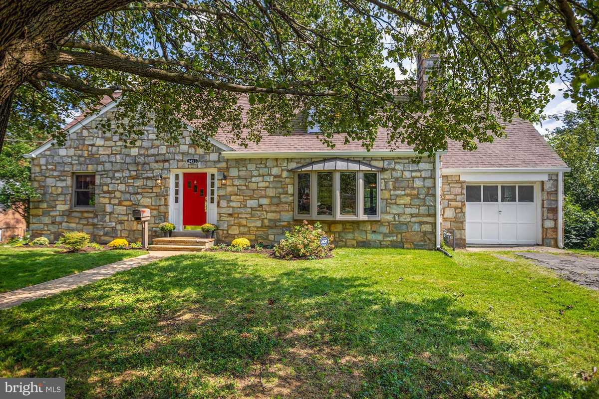 $700,000 - 4Br/2Ba -  for Sale in Courtland Park, Falls Church