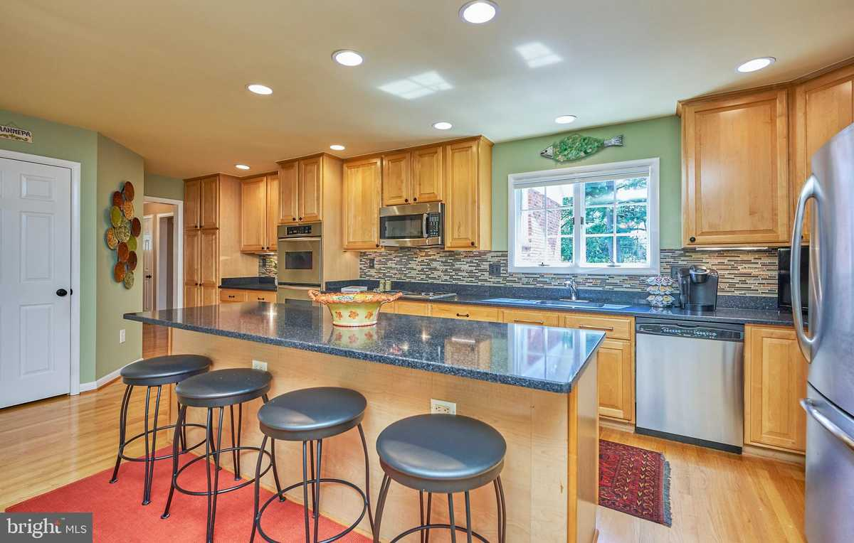 $998,900 - 3Br/3Ba -  for Sale in Walters Woods, Falls Church