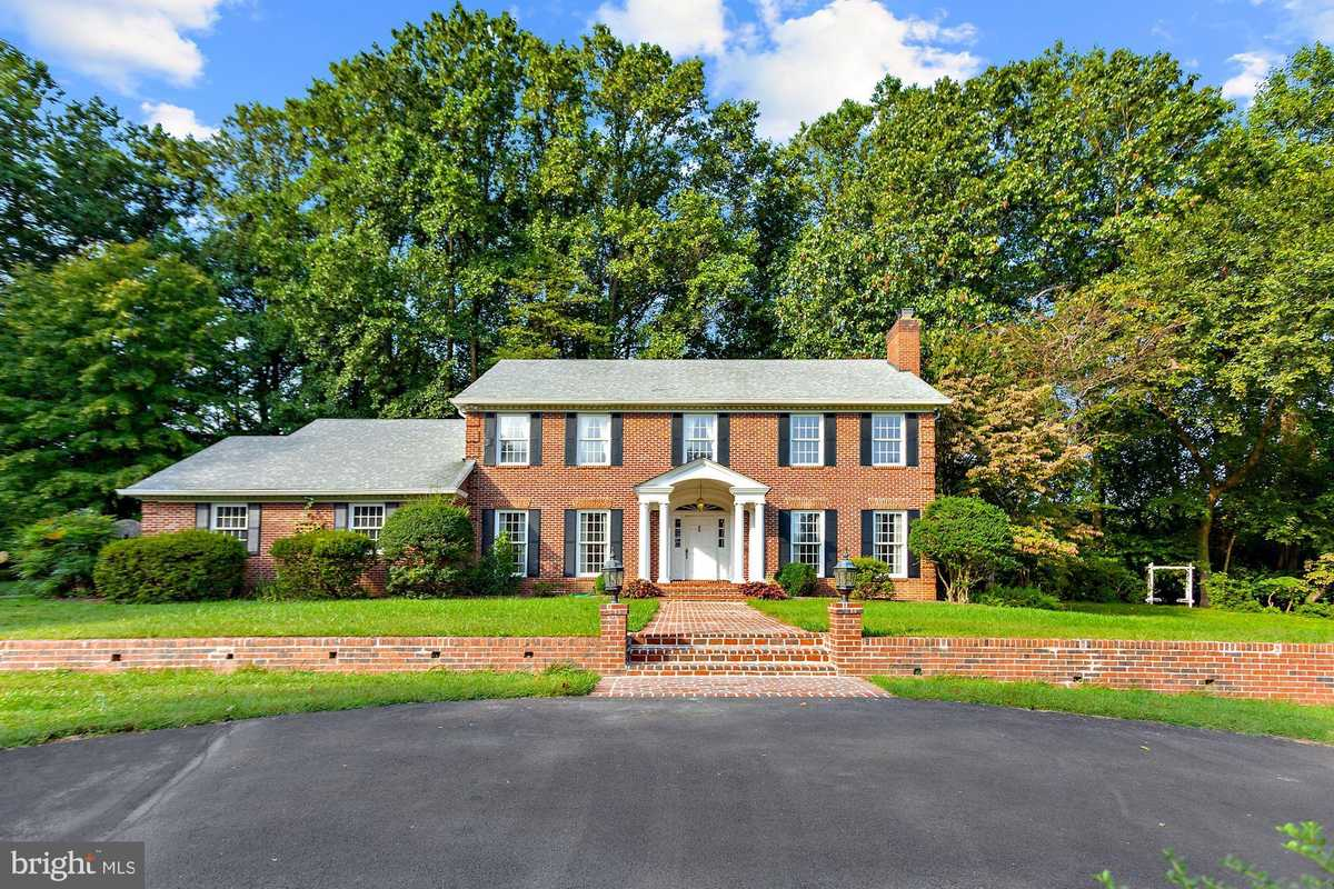 $1,649,000 - 5Br/5Ba -  for Sale in None Available, Mclean