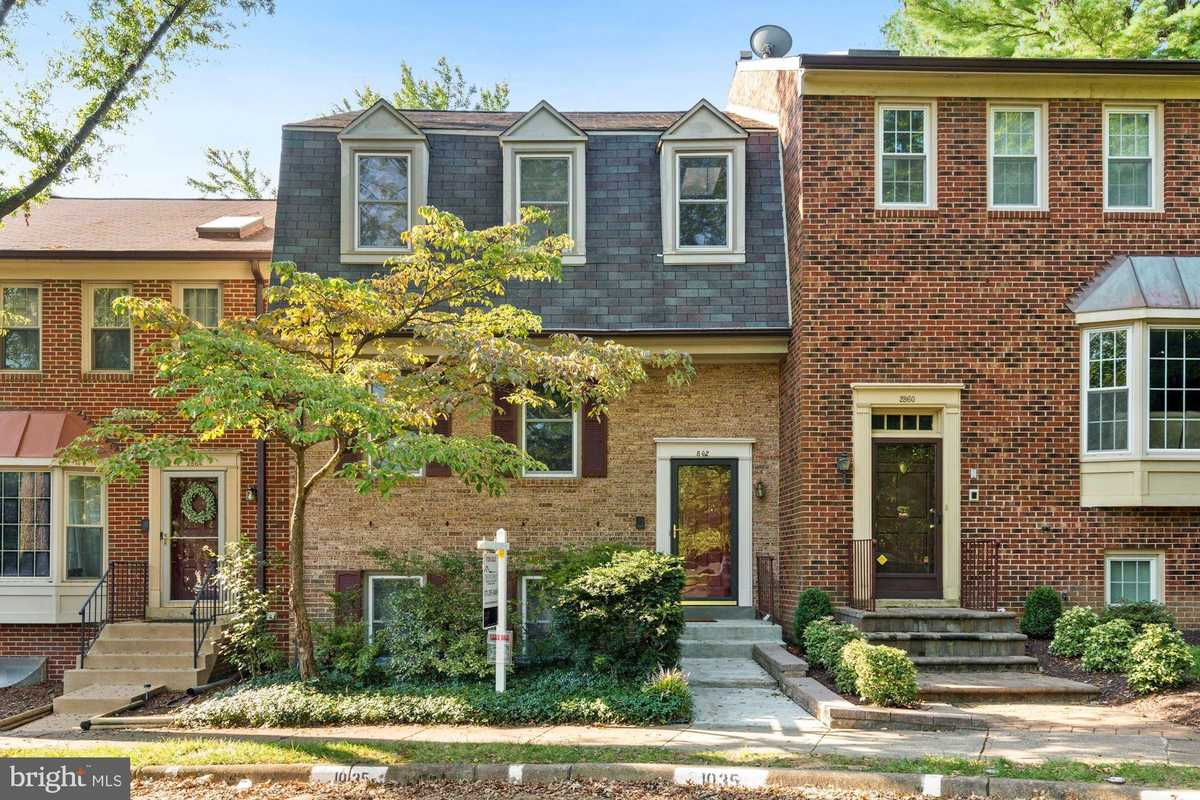 $699,000 - 4Br/4Ba -  for Sale in Country Creek, Vienna