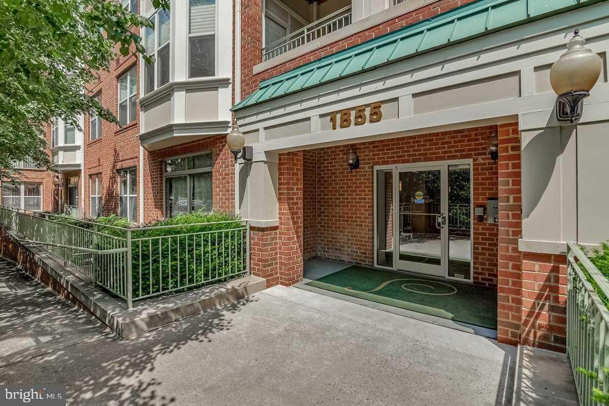 $439,900 - 2Br/2Ba -  for Sale in Stratford House, Reston