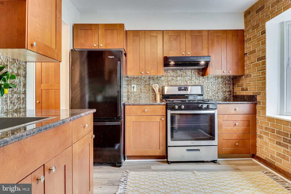 $469,000 - 3Br/4Ba -  for Sale in Lakepointe, Burke