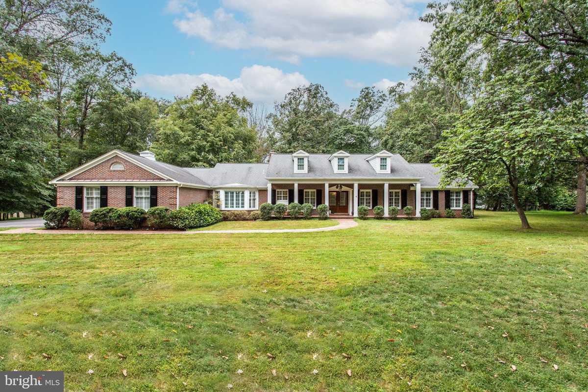 $1,199,999 - 5Br/5Ba -  for Sale in Beach Mill Estates, Great Falls