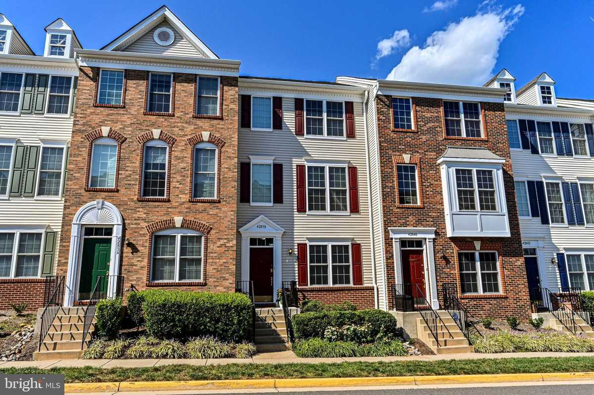 $429,900 - 4Br/3Ba -  for Sale in Amberlea At South Riding, Chantilly