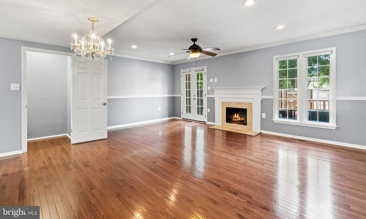 $509,000 - 3Br/4Ba -  for Sale in Springfield Square, Springfield