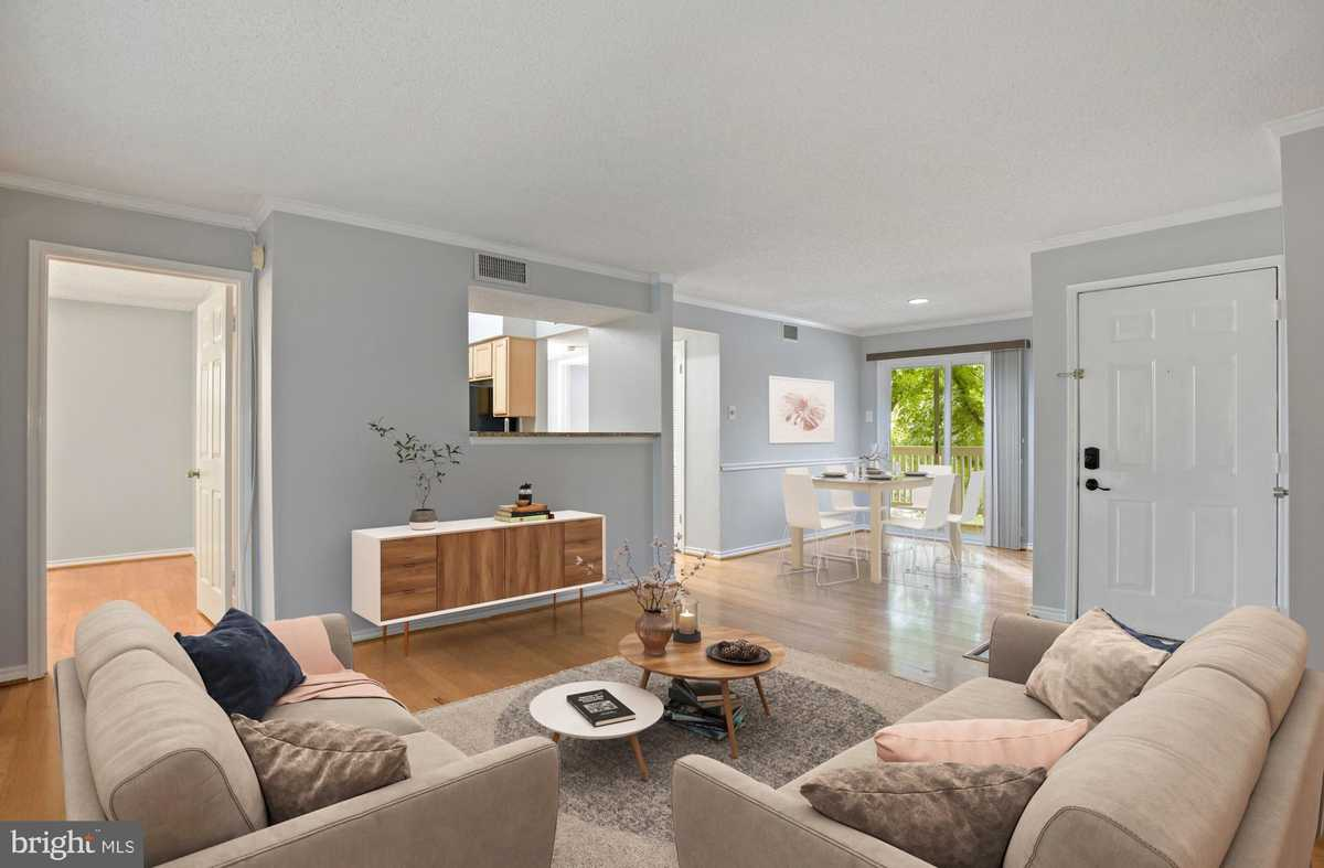 $347,000 - 2Br/2Ba -  for Sale in Fountains At Mclean, Mclean