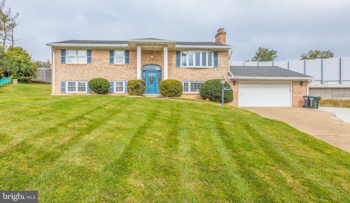 $725,000 - 4Br/3Ba -  for Sale in Hideaway Park, Fairfax