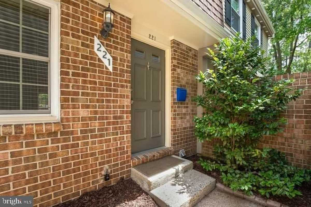 $775,000 - 3Br/4Ba -  for Sale in Cherry Hill Townhouses, Falls Church