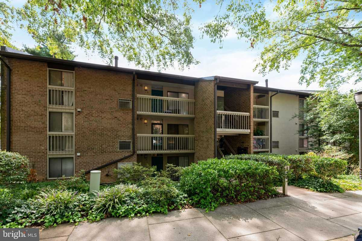 $299,000 - 2Br/2Ba -  for Sale in Lakeview, Reston