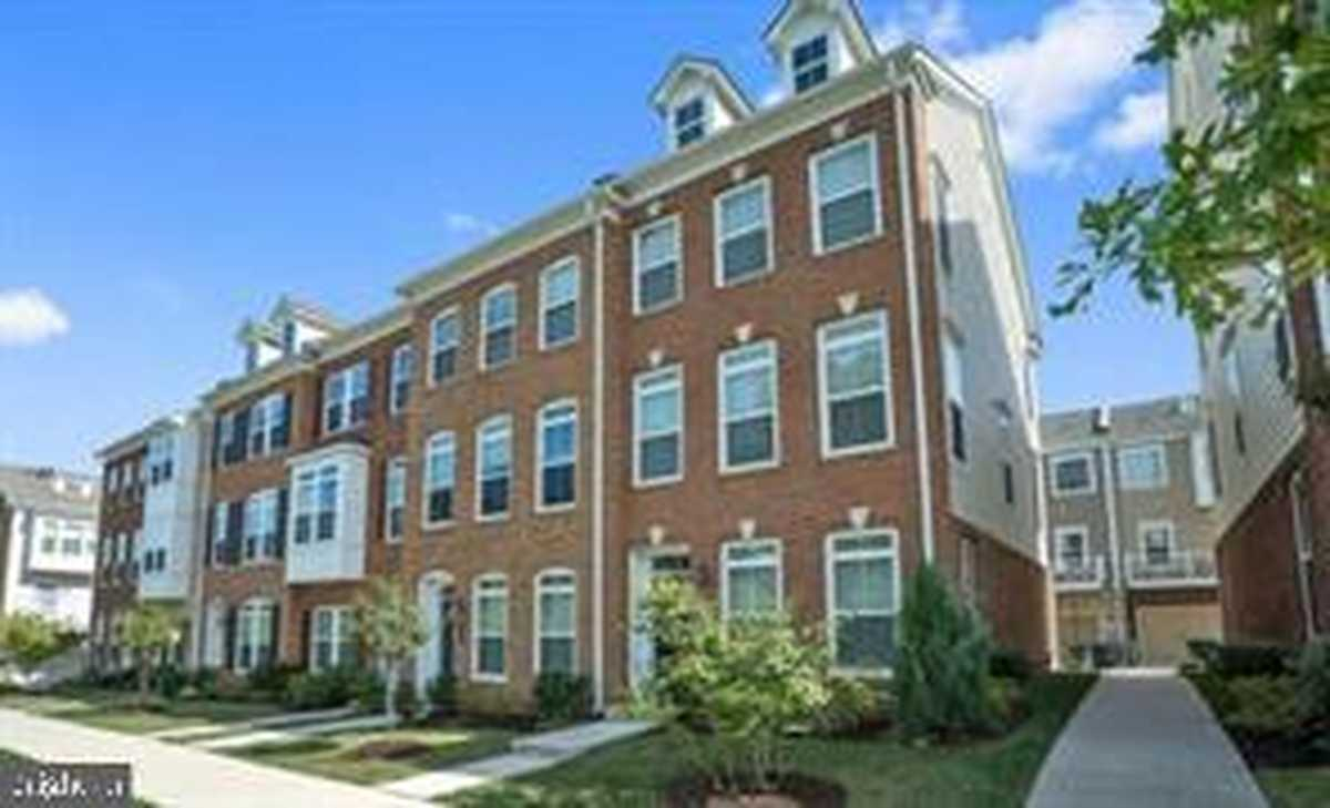 $3,100 - 3Br/4Ba -  for Sale in Metrowest, Fairfax
