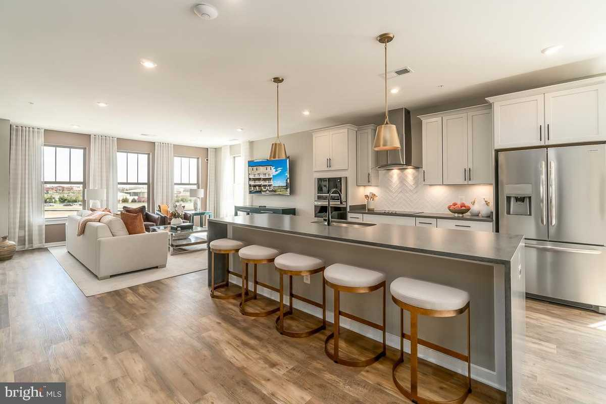 $579,990 - 3Br/3Ba -  for Sale in Ashbrook Place, Ashburn