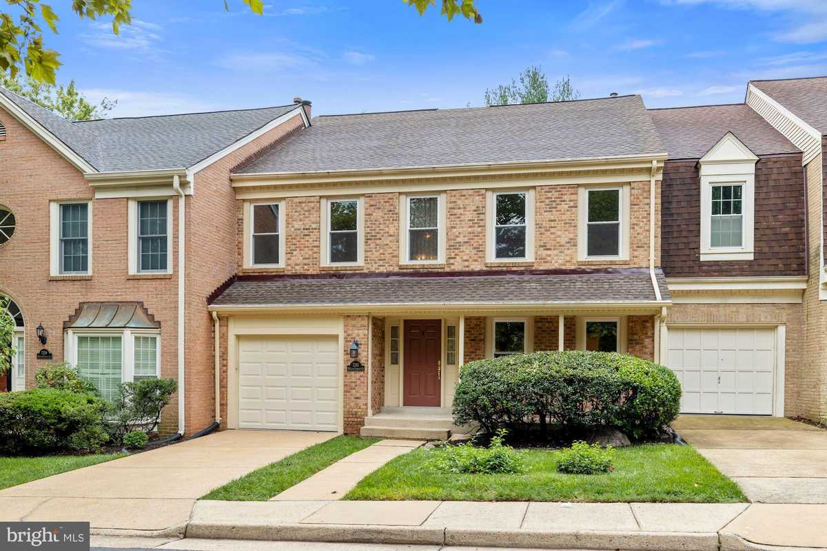 $899,900 - 4Br/4Ba -  for Sale in Mc Lean Commons, Mclean