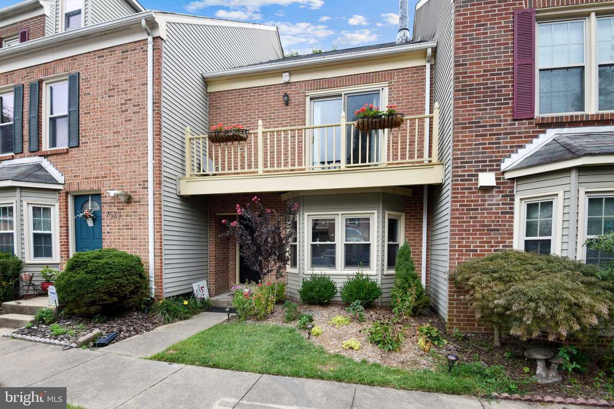 $540,000 - 2Br/3Ba -  for Sale in Yacht Club At Sequoia Village, Falls Church