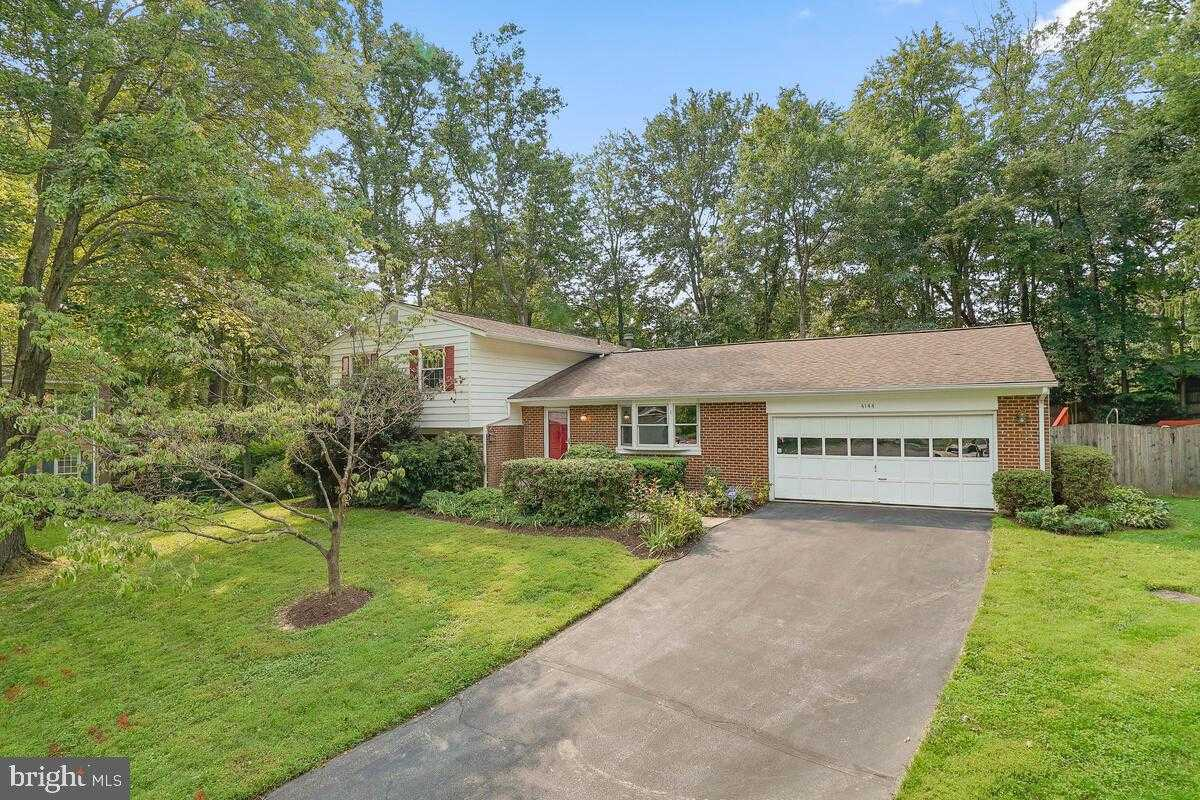$700,000 - 4Br/3Ba -  for Sale in Orchard Knolls, Fairfax