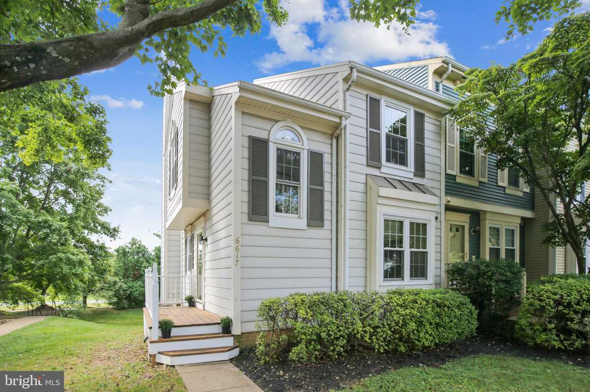 $525,000 - 3Br/4Ba -  for Sale in The Pinecrest, Alexandria