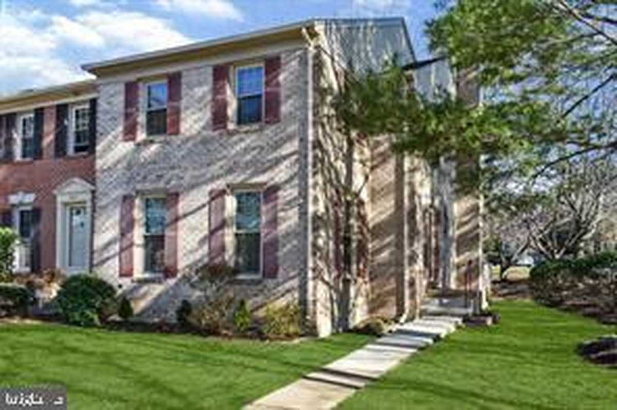 $2,700 - 3Br/4Ba -  for Sale in Country Creek, Vienna