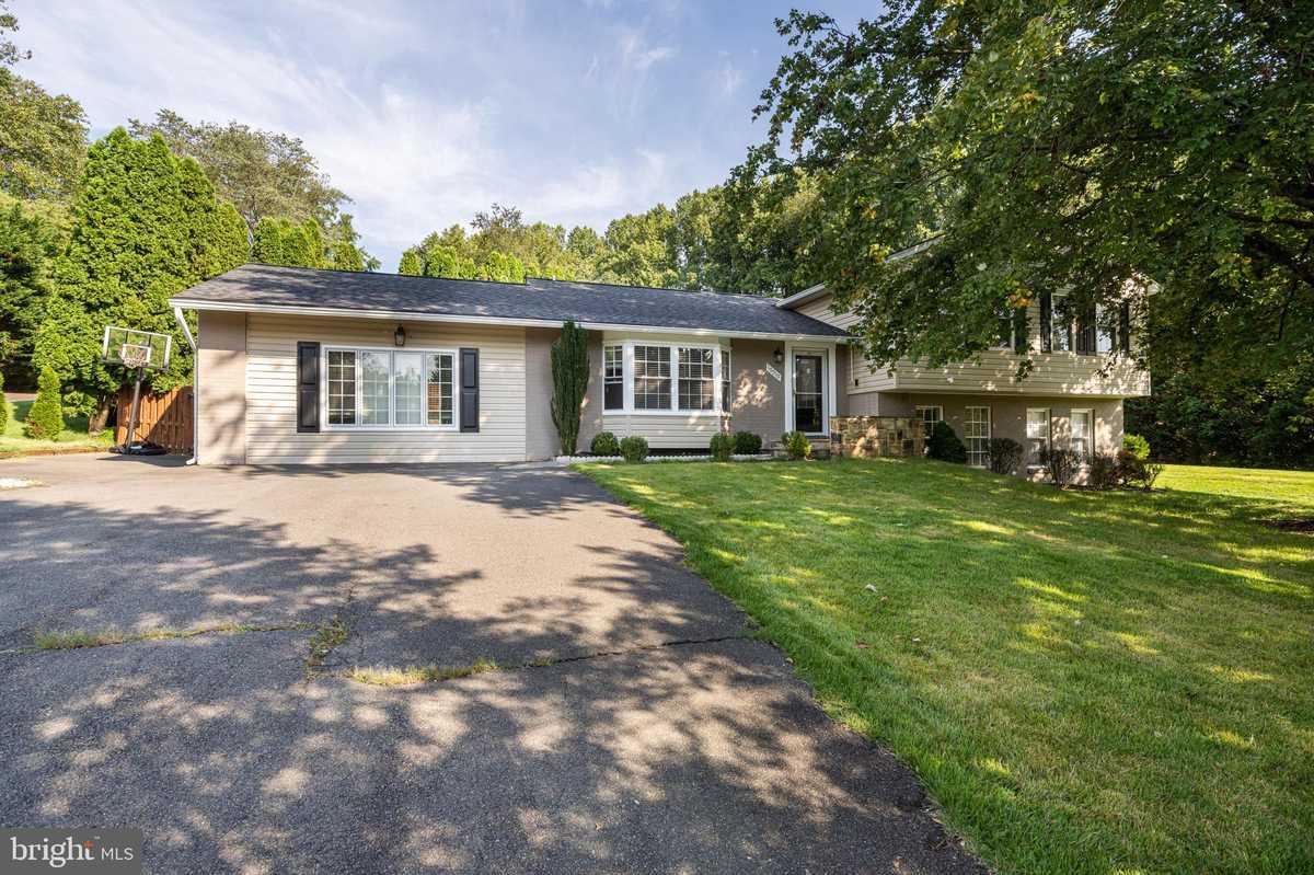 $995,000 - 5Br/3Ba -  for Sale in Lexington Estates, Great Falls