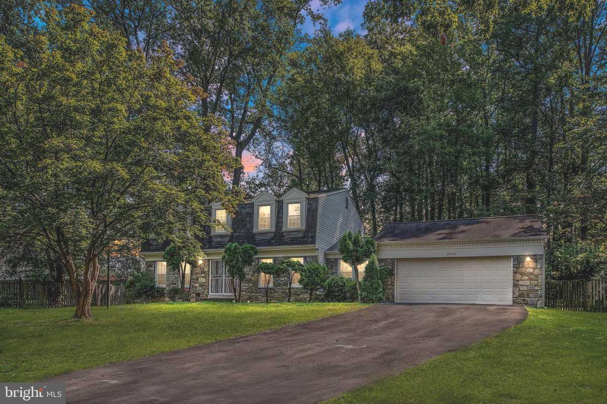 $799,000 - 4Br/3Ba -  for Sale in Ramblewood, Annandale