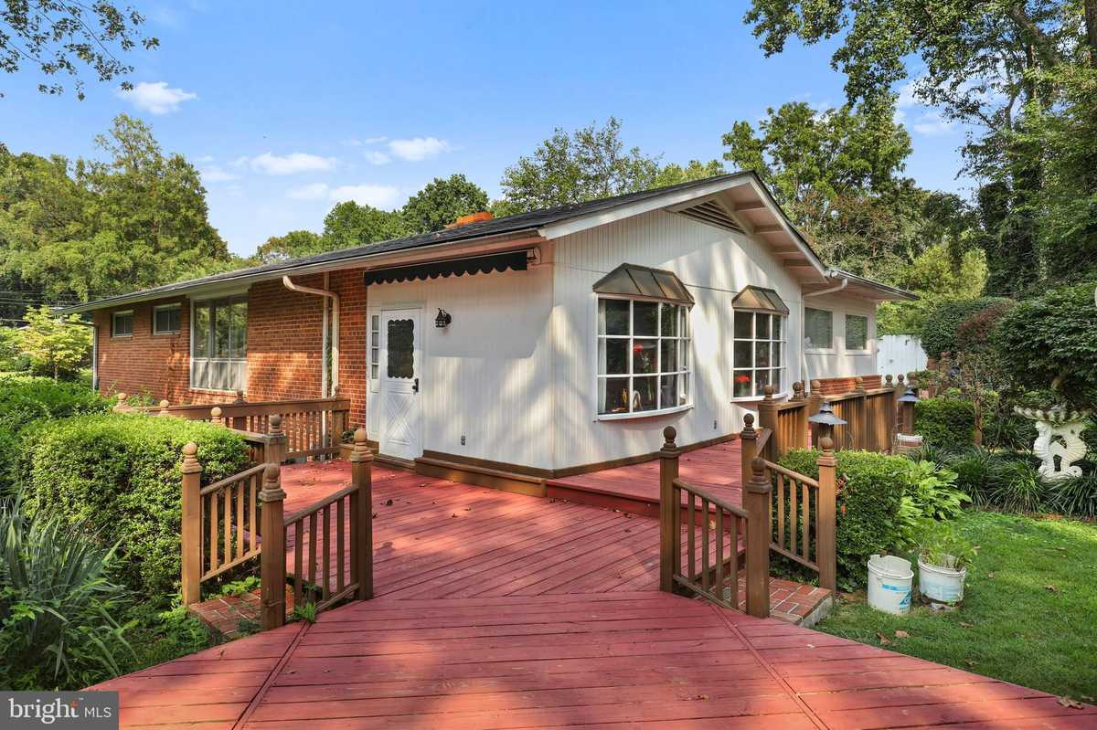 $700,000 - 4Br/2Ba -  for Sale in Country Club Hills, Fairfax