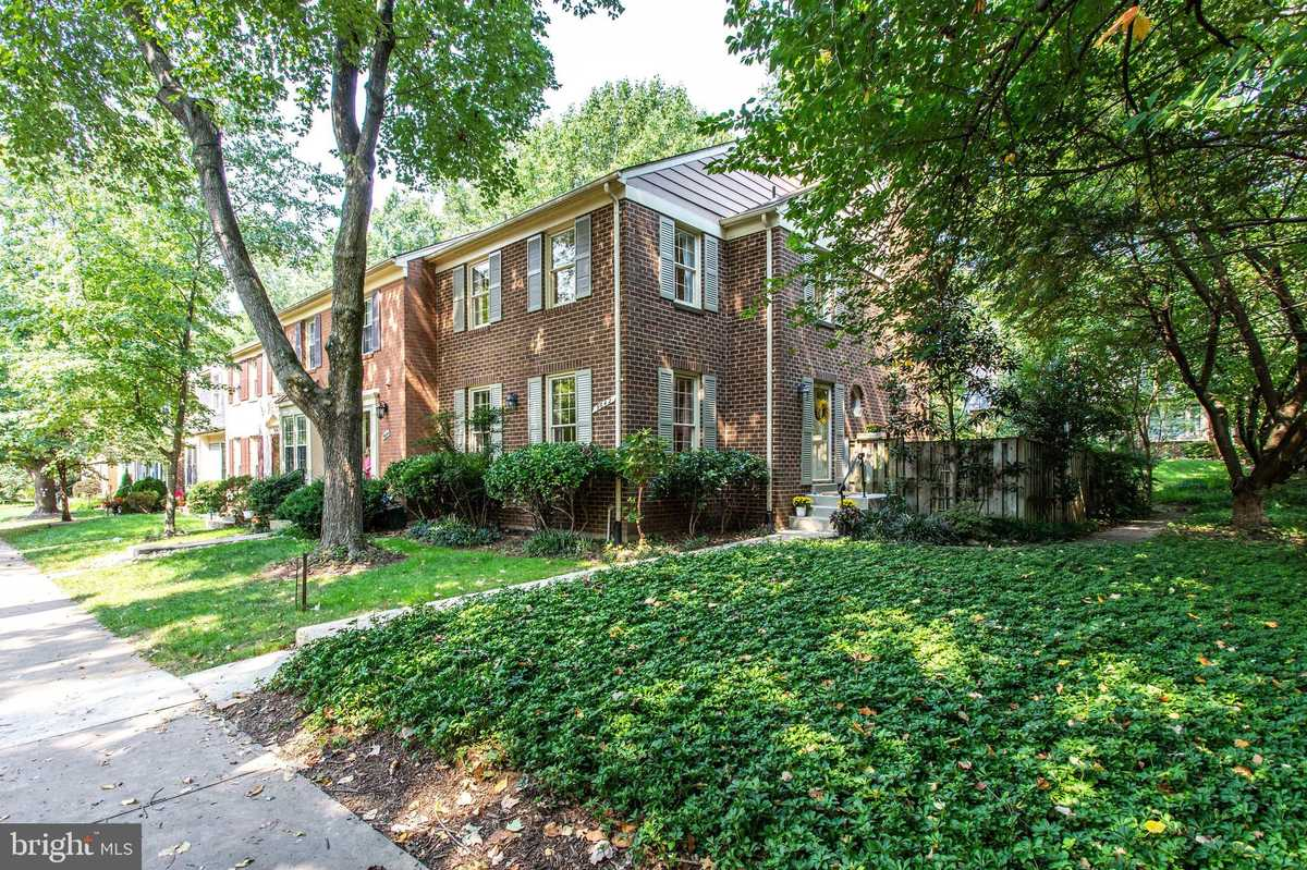 $715,000 - 3Br/4Ba -  for Sale in Country Creek, Vienna