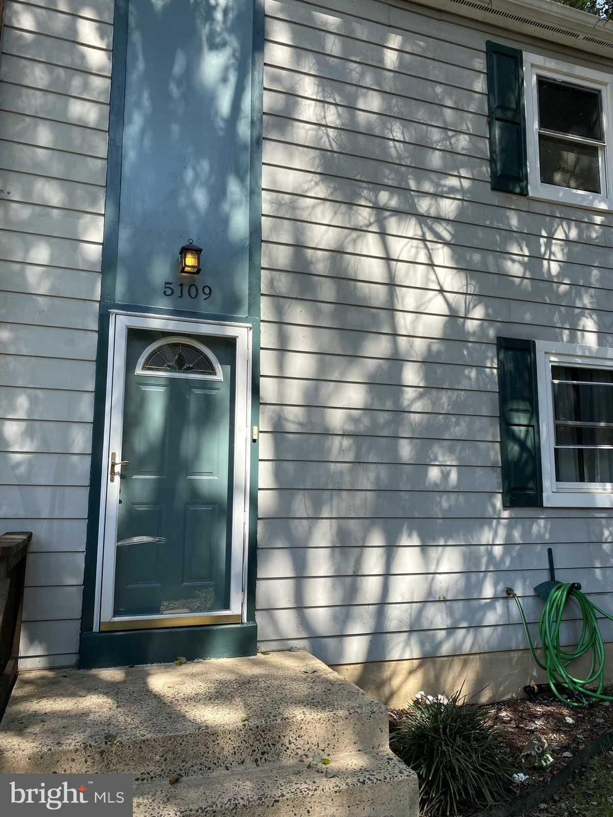 $430,000 - 3Br/4Ba -  for Sale in Lake Braddock, Burke