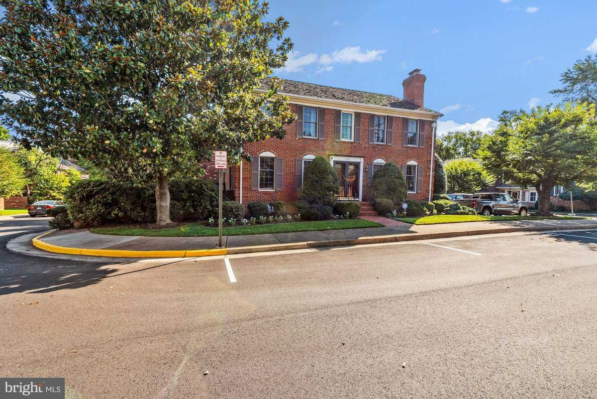 $880,000 - 4Br/5Ba -  for Sale in Lewinsville Square, Mclean