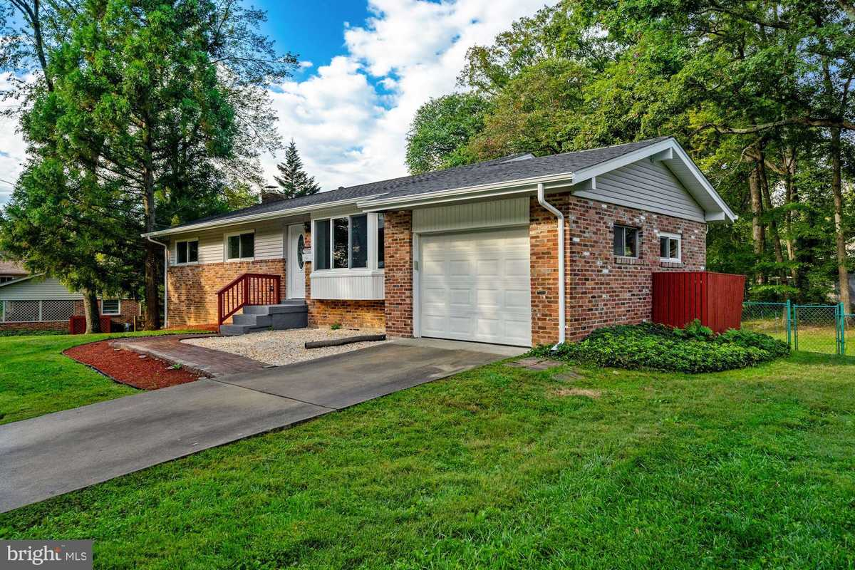 $674,990 - 4Br/3Ba -  for Sale in Maple Hill, Fairfax