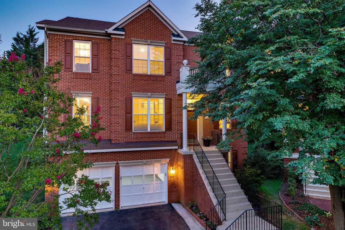 $999,950 - 6Br/4Ba -  for Sale in Armistead Park, Fairfax