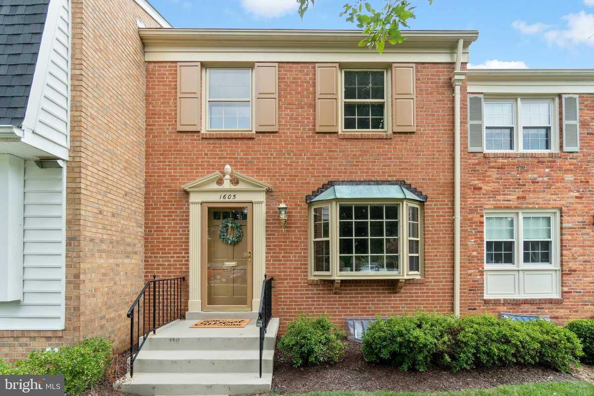 $710,000 - 3Br/3Ba -  for Sale in Stoneleigh, Mclean