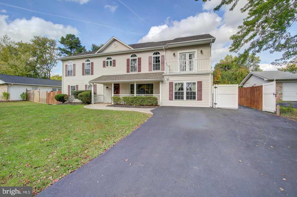 $849,900 - 6Br/5Ba -  for Sale in Greenbriar, Fairfax
