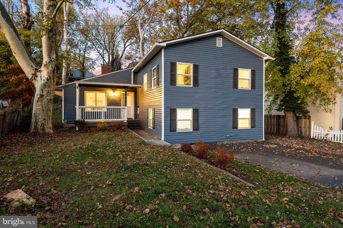 $789,900 - 4Br/3Ba -  for Sale in Woodley, Falls Church