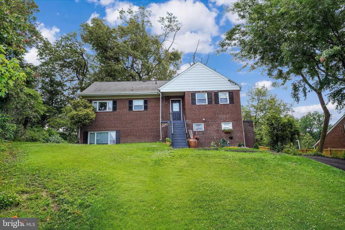 $770,000 - 7Br/3Ba -  for Sale in Sleepy Hollow Manor, Falls Church