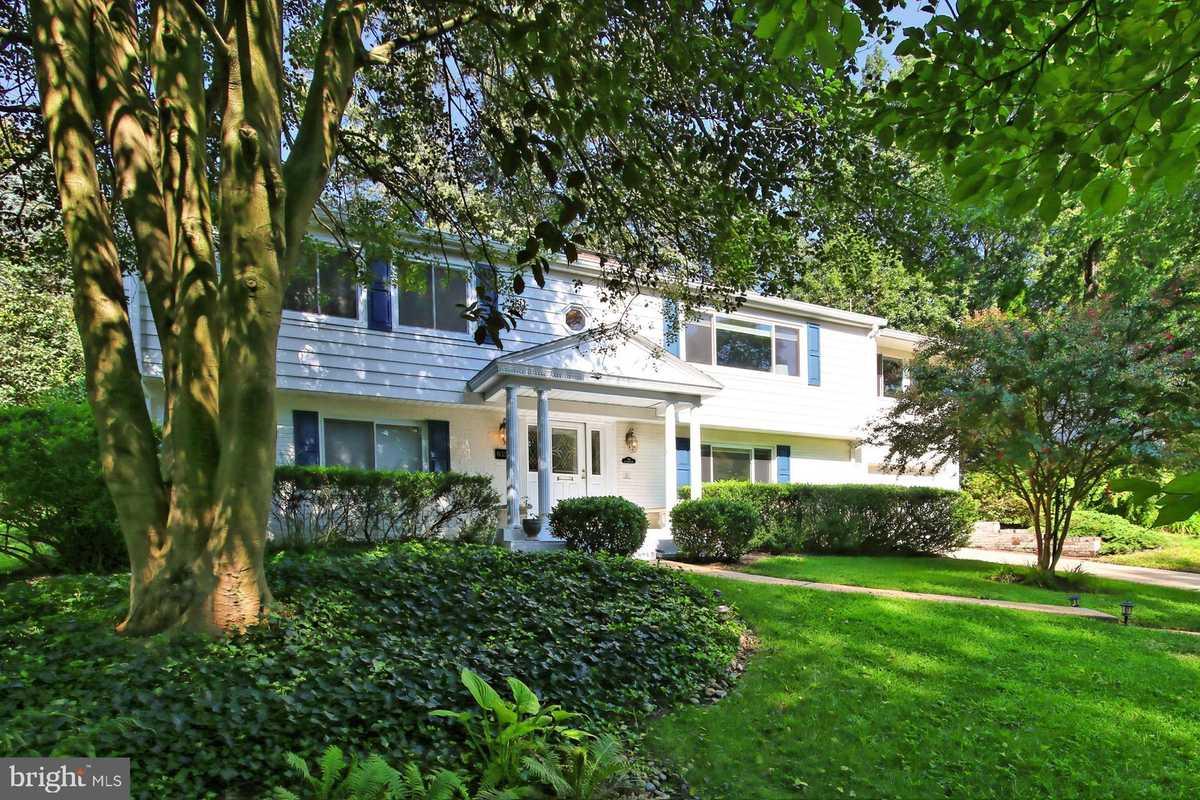 $844,500 - 3Br/3Ba -  for Sale in Ravenwood Park, Falls Church