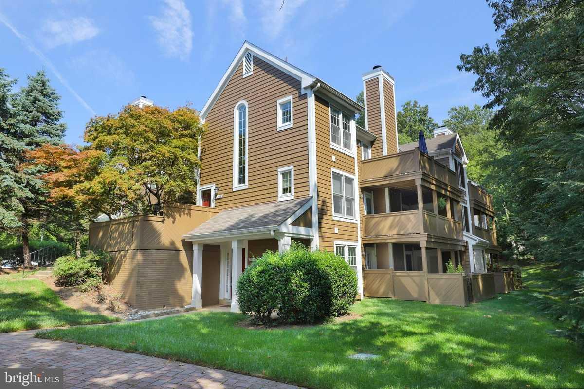 $350,000 - 2Br/2Ba -  for Sale in Hampton Pointe, Reston
