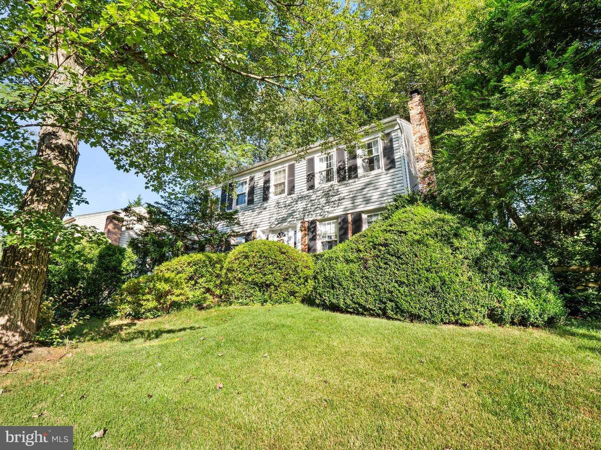 $650,000 - 5Br/3Ba -  for Sale in Lake Braddock, Burke