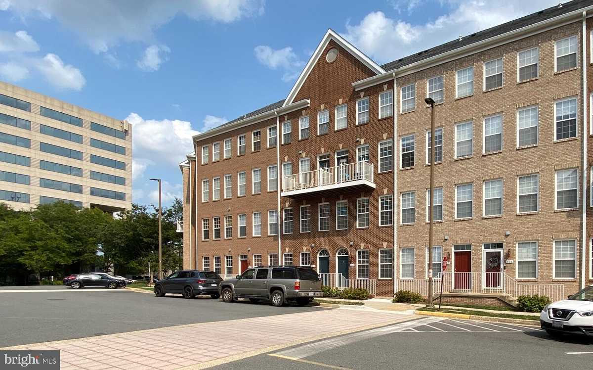 $499,900 - 2Br/3Ba -  for Sale in Westbriar Plaza, Vienna