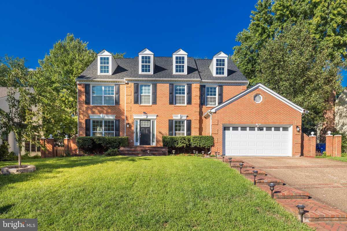 $765,000 - 4Br/4Ba -  for Sale in Four Seasons, Herndon