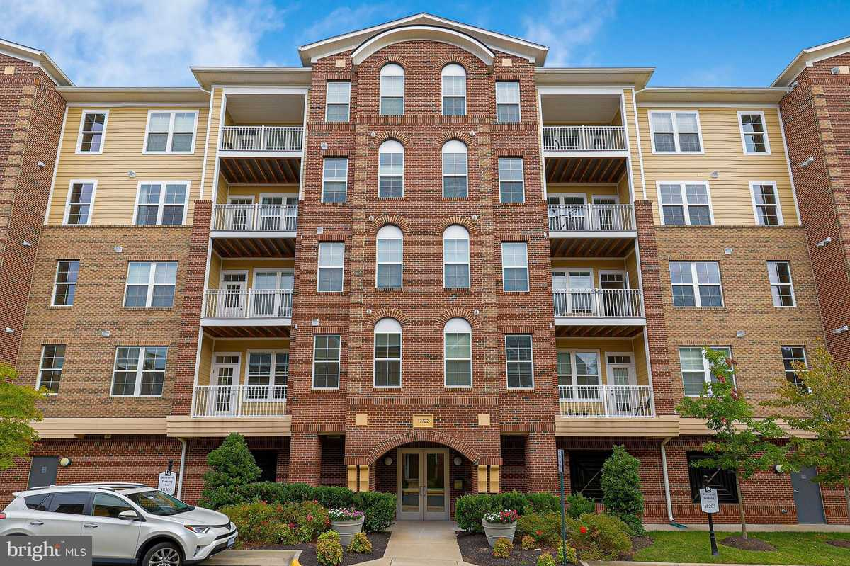 $420,000 - 2Br/2Ba -  for Sale in Discovery Square, Herndon