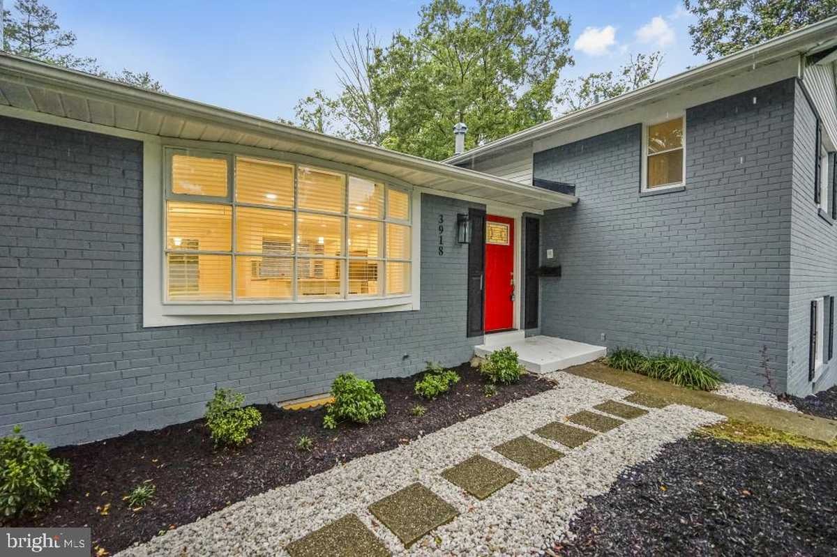 $799,900 - 4Br/4Ba -  for Sale in Sleepy Hollow Woods, Annandale