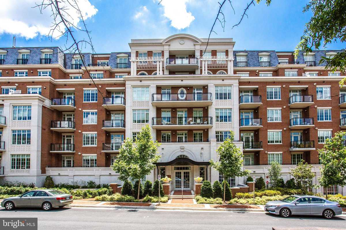 $1,075,000 - 2Br/2Ba -  for Sale in The Signet, Mclean