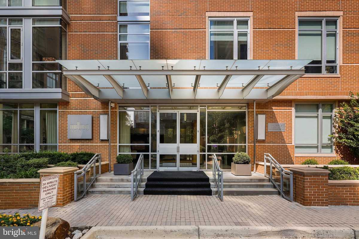 $430,000 - 1Br/1Ba -  for Sale in Midtown North, Reston