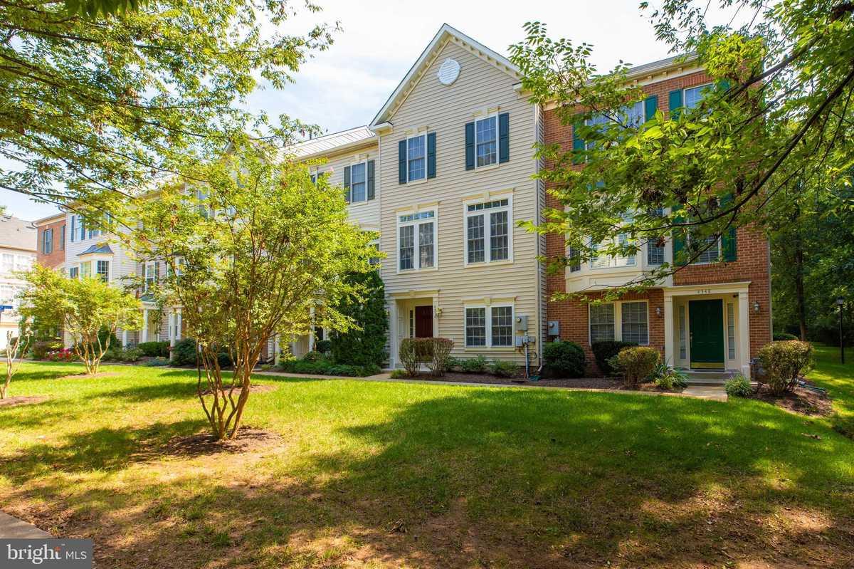 $569,900 - 4Br/3Ba -  for Sale in Cedar Lakes, Fairfax