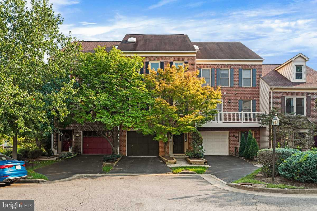 $639,000 - 2Br/3Ba -  for Sale in Sequoia Park, Falls Church
