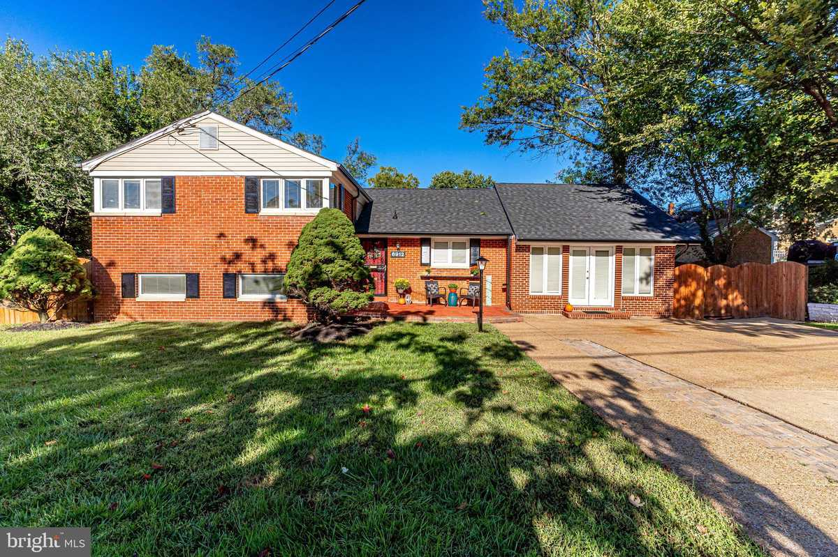 $679,000 - 5Br/2Ba -  for Sale in Lynbrook, Springfield